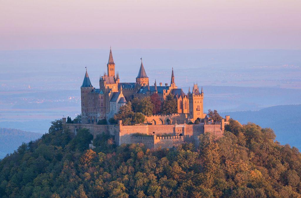 Schloss Hohenzollern ist das ultimative Highlight bei einer Fahrradtour auf dem Hohenzollern-Radweg.  Foto: Pixabay