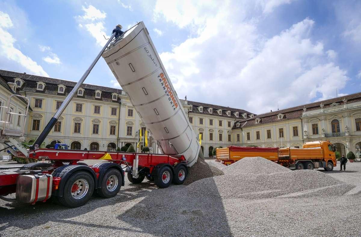 Der Schlosshof in Ludwigsburg bekommt einen neuen Belag. Foto: Simon Granville