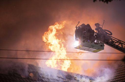Vereinsgebäude des TV Stammheim in Flammen