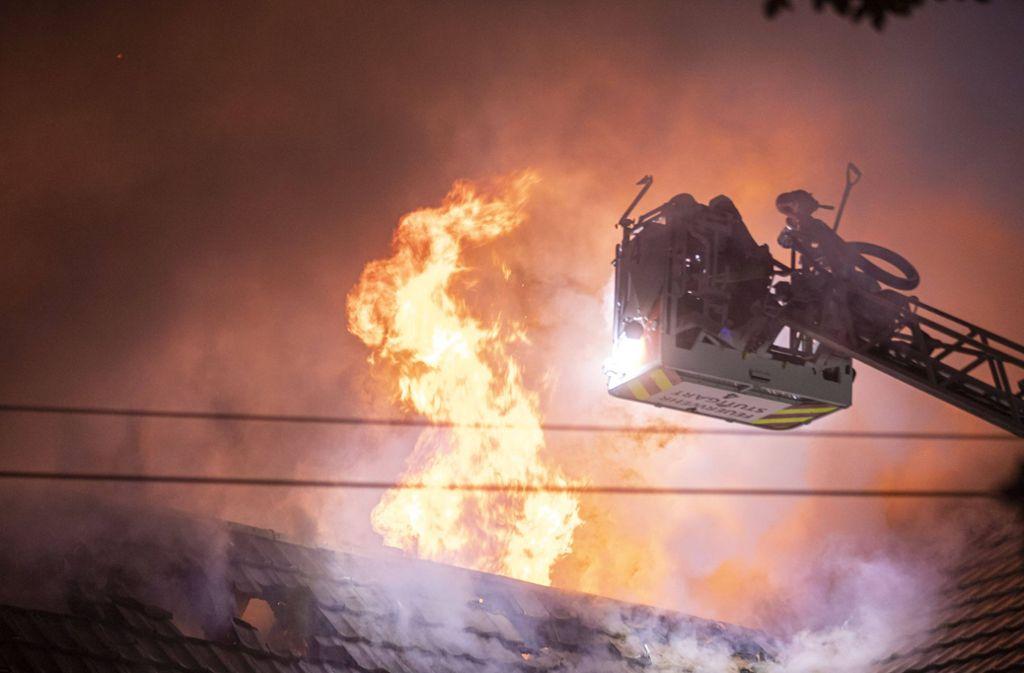 In der Nacht zu Mittwoch brannte in Stammheim ein Vereinsgebäude. Foto: 7aktuell.de/Simon Adomat