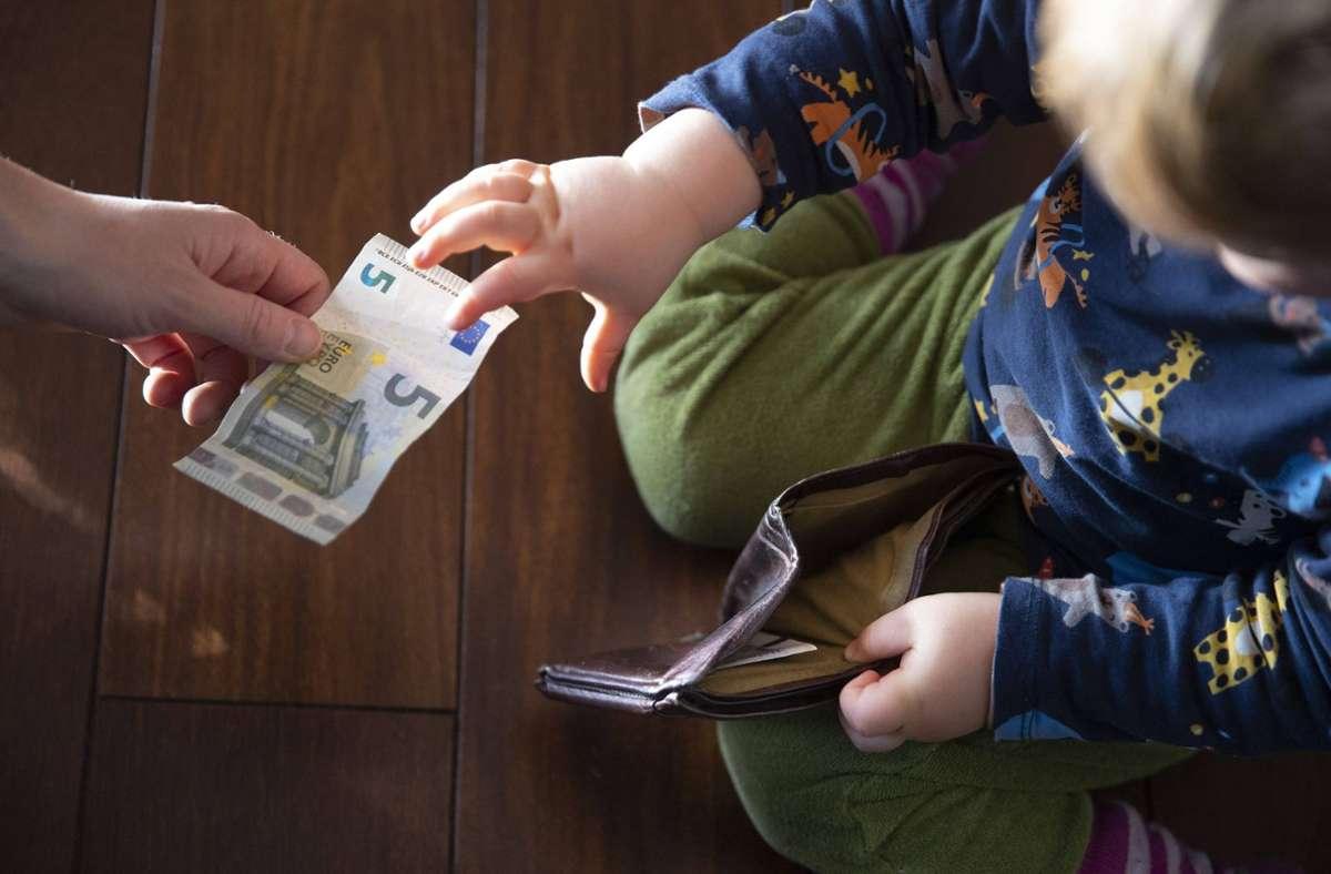 150 Euro gibt es je kindergeldberechtigtes Kind. (Symbolbild) Foto: imago images/photothek/Ute Grabowsky/photothek.net via www.imago-images.de