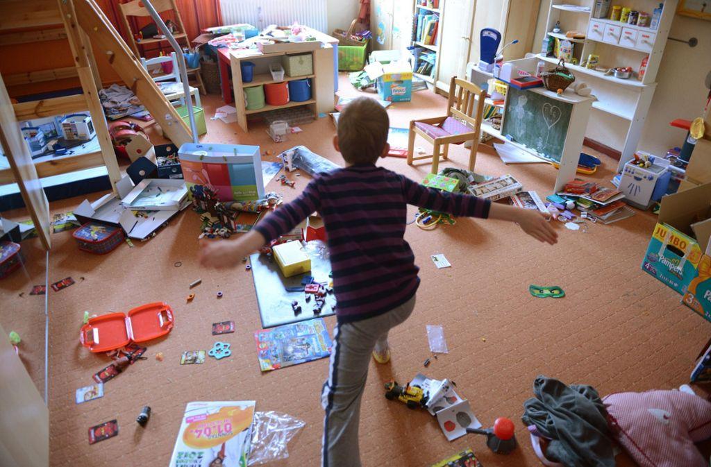 Ob Boden, Möbel oder Wandfarben: Viele Baustoffe können ausdünsten. Mit der richtigen Materialauswahl lässt sich die Schadstoffbelastung im Kinderzimmer gering halten. Foto: dpa-Zentralbild