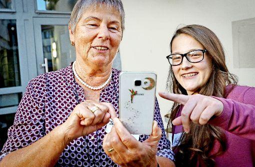 Teenager helfen Senioren ins digitale Netz