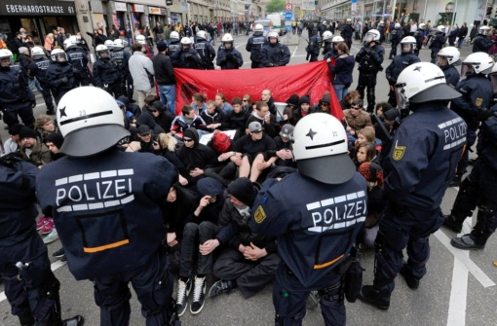 Einzelhändler haben beklagt, dass die Demo und das damit verbundene Polizeiaufgebot Kunden abgeschreckt habe. Foto: dpa