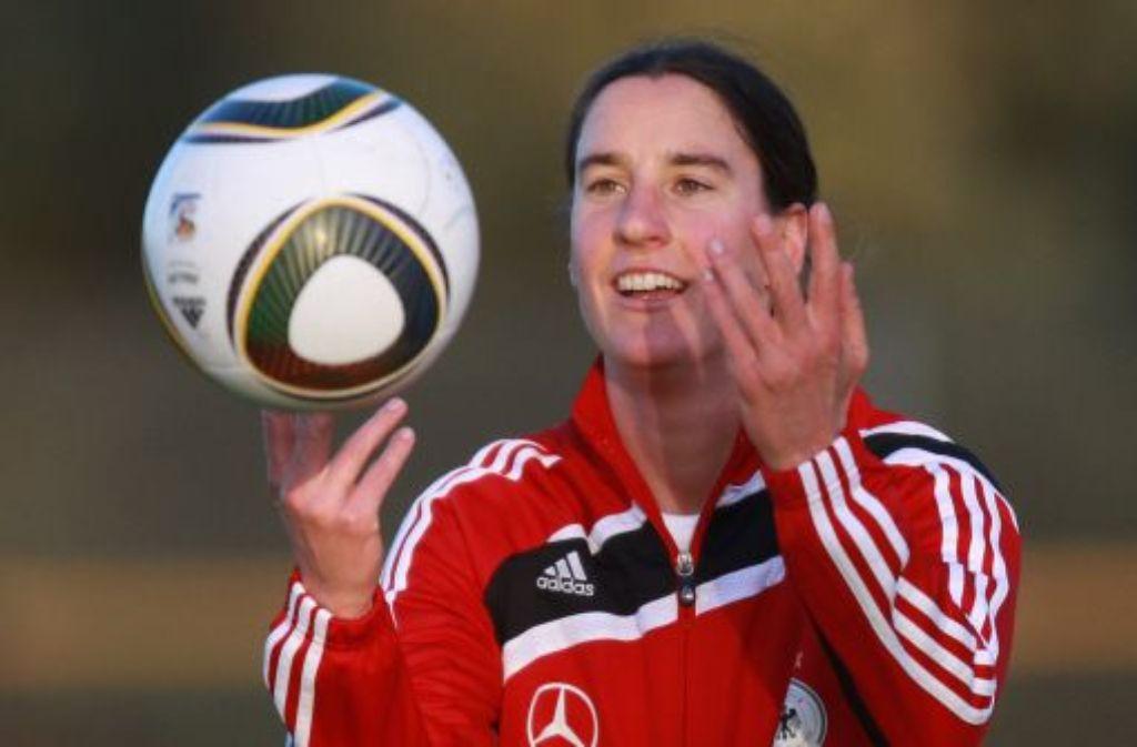Birgit Prinz wird künftig nur noch privat mit dem Fußball umgehen. Foto: dpa