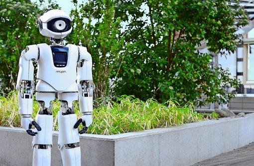 Bei Myon ist alles dort eingebaut, wo es auch beim Menschen hingehört: Die Kamera ist im Auge und die Mikrofone stecken in den Ohren. Das ist bei vielen humanoiden Robotern anders. In einer Bildergalerie zeigen wir bekannte intelligente autonome Roboter aus dem Kino – und einige aus dem echten Leben. Foto: Neurorobotik HU Berlin