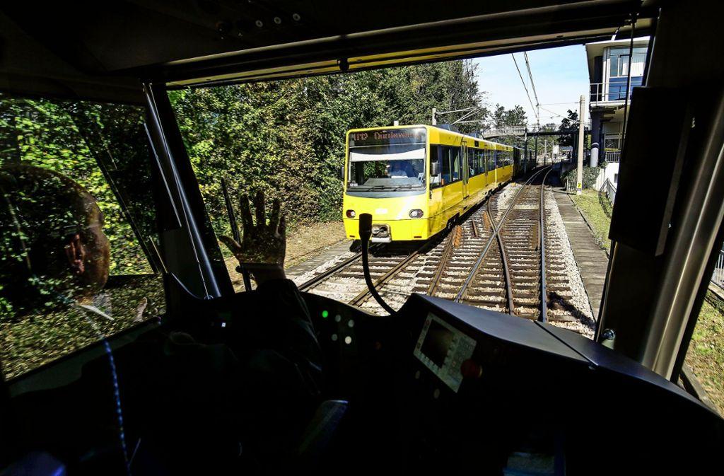 Wo Bahnen oberirdisch fahren, ist es Anwohnern oft zu laut. Foto: Symbolbild Lg/Piechowski