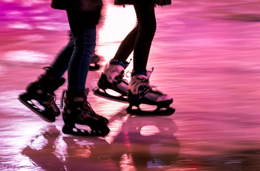 Ein älterer Mann soll ein junges Mädchen in der Eiswelt belästigt haben (Symbolbild). Foto: dpa