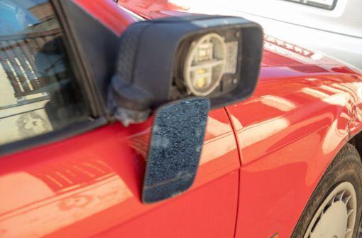 Unbekannte  beschädigen über 50 Fahrzeuge