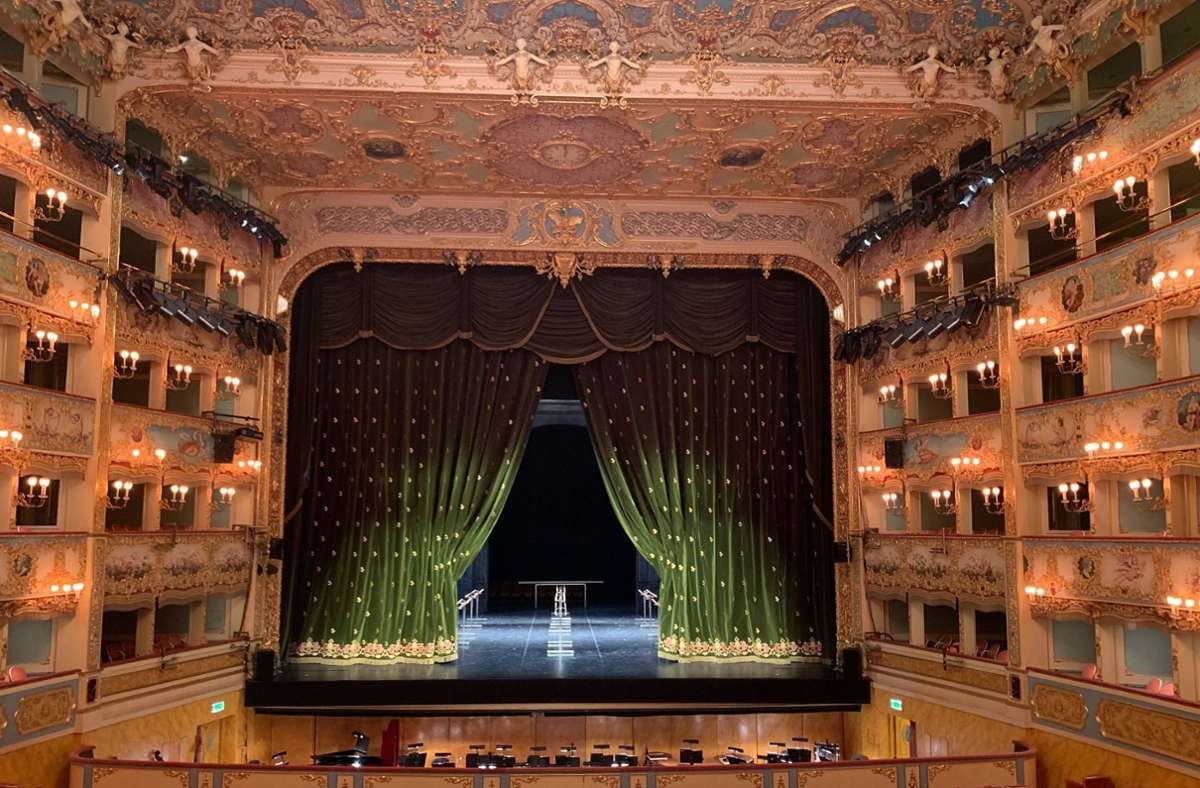 So sieht das berühmte Opernhaus La Fenice in Venedig 25 Jahre nach dem Großbrand aus. Foto: dpa/Annette Reuther