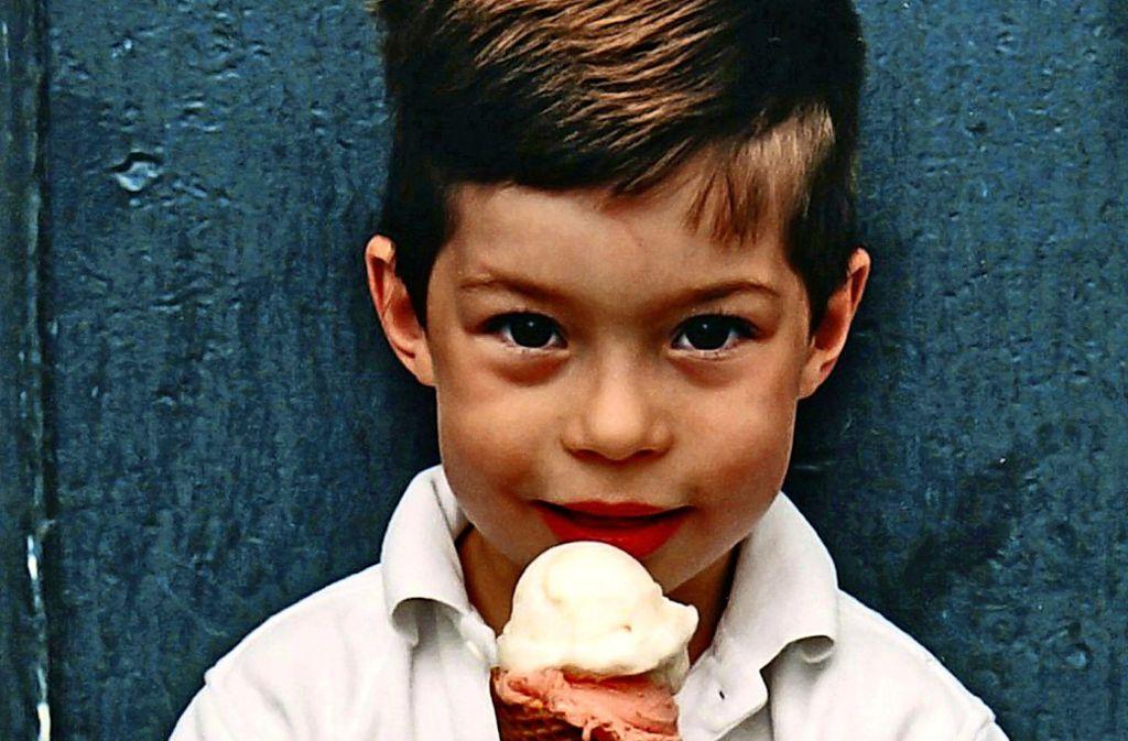 Eis in der Waffel ist umweltfreundlicher. Doch manche Eltern geben ihren Kindern lieber einen Becher, damit sie weniger kleckern. Foto: dpa/