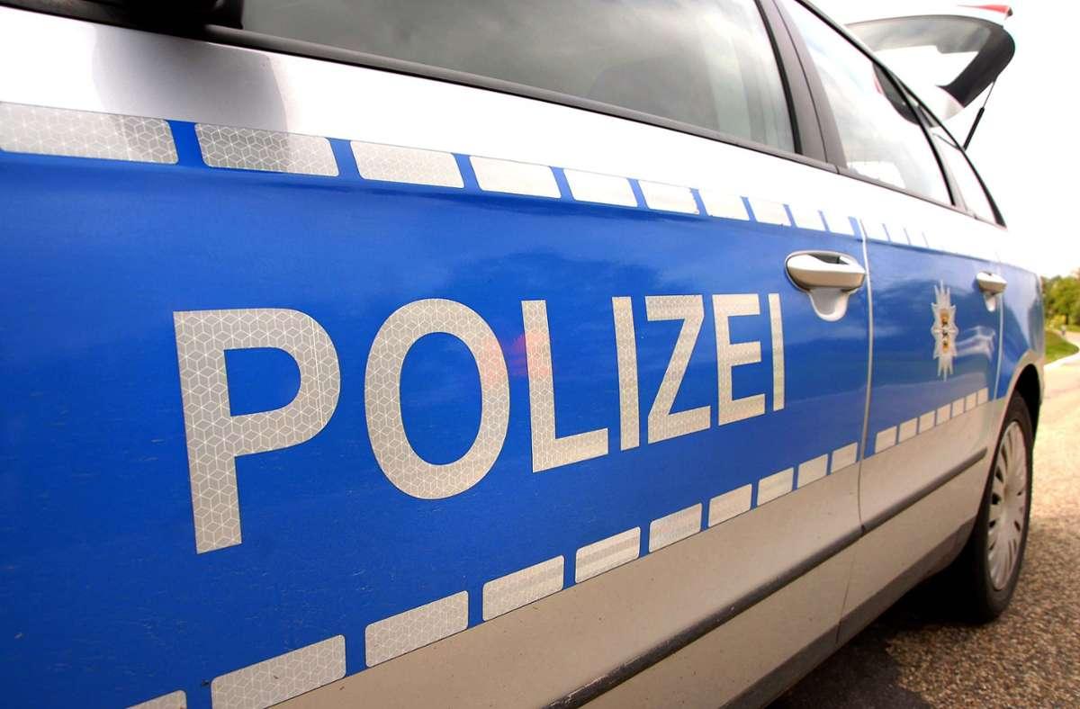 Einsatz für Polizei und Feuerwehr: illegale entsorgtes Altöl ausgelaufen. Foto: Kreiszeitung Böblinger Bote/Thomas Bischof