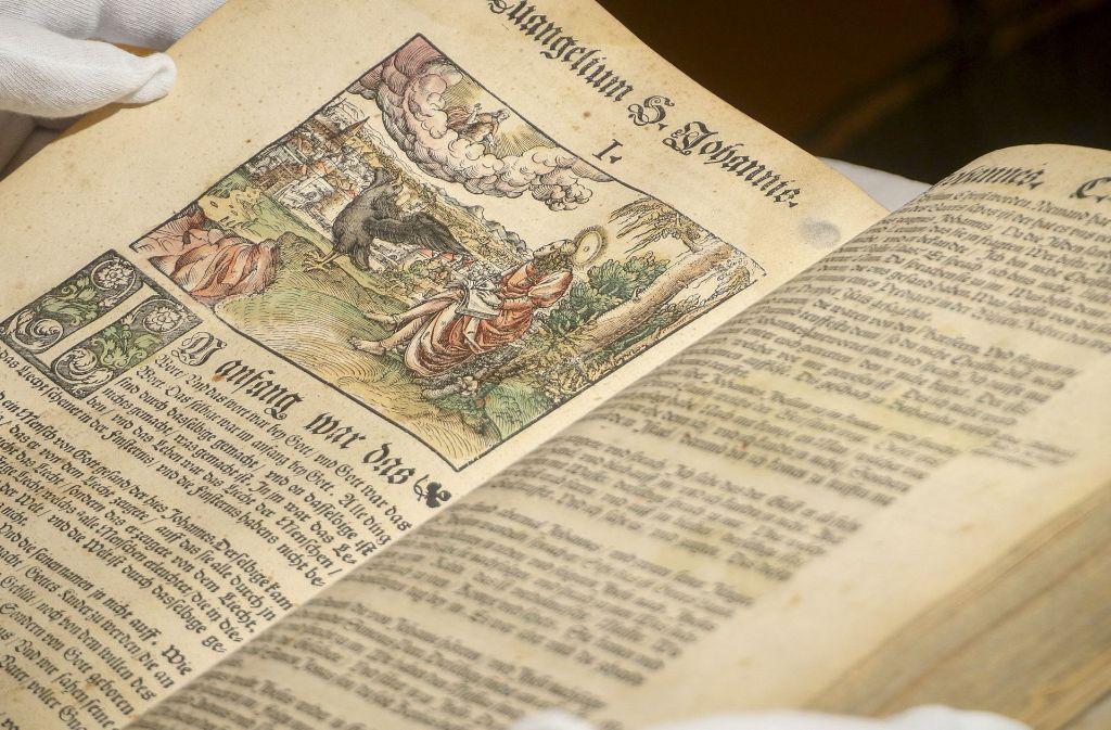 Unterschiedliche Bibeln werden in einer Ausstellung in Leutenbach gezeigt. Foto: factum/Granville