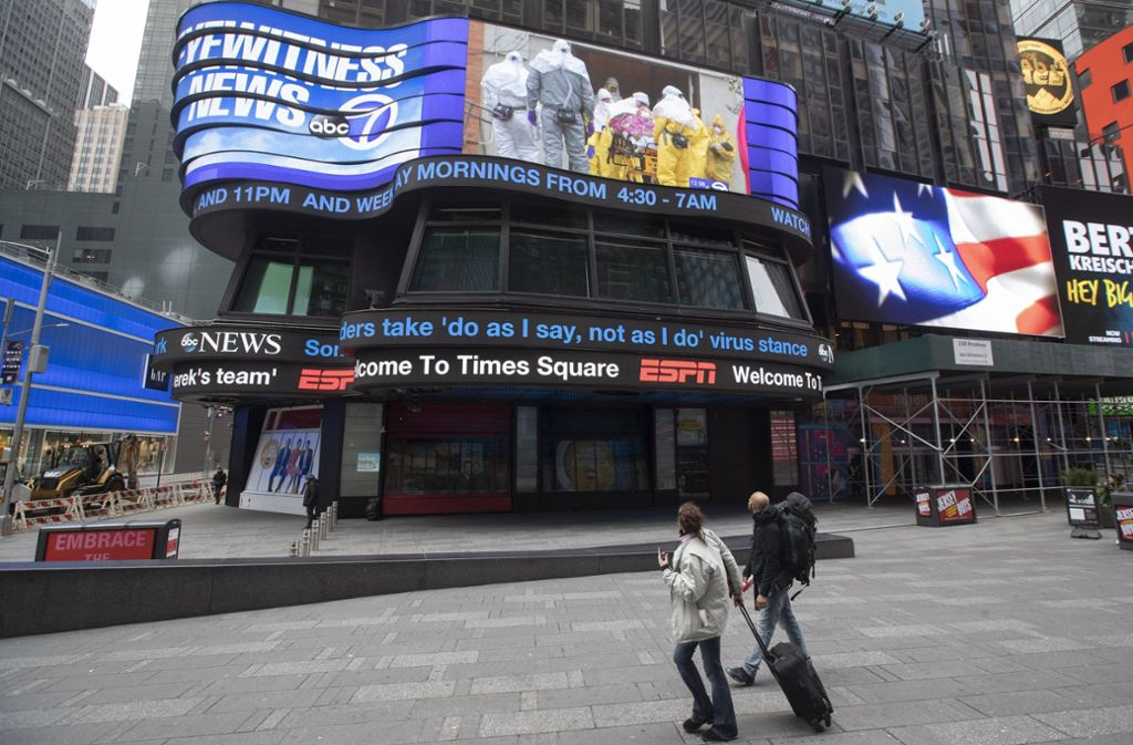 New York City kämpft mit dem Coronavirus. Die Maßnahmen führen zu einer gespenstisch leeren Metropole. Foto: AP/Mary Altaffer