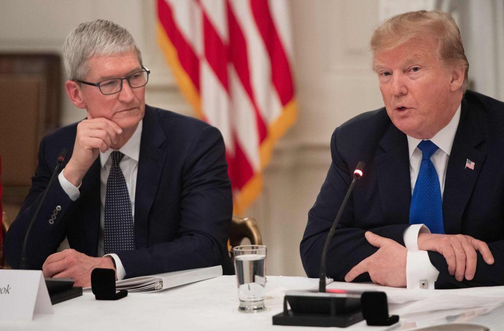 """""""Wie hat er mich gerade genannt?"""" Apple-Chef Tim Cook schien recht verdutzt beim Versprecher von Donald Trump. Foto: AFP"""