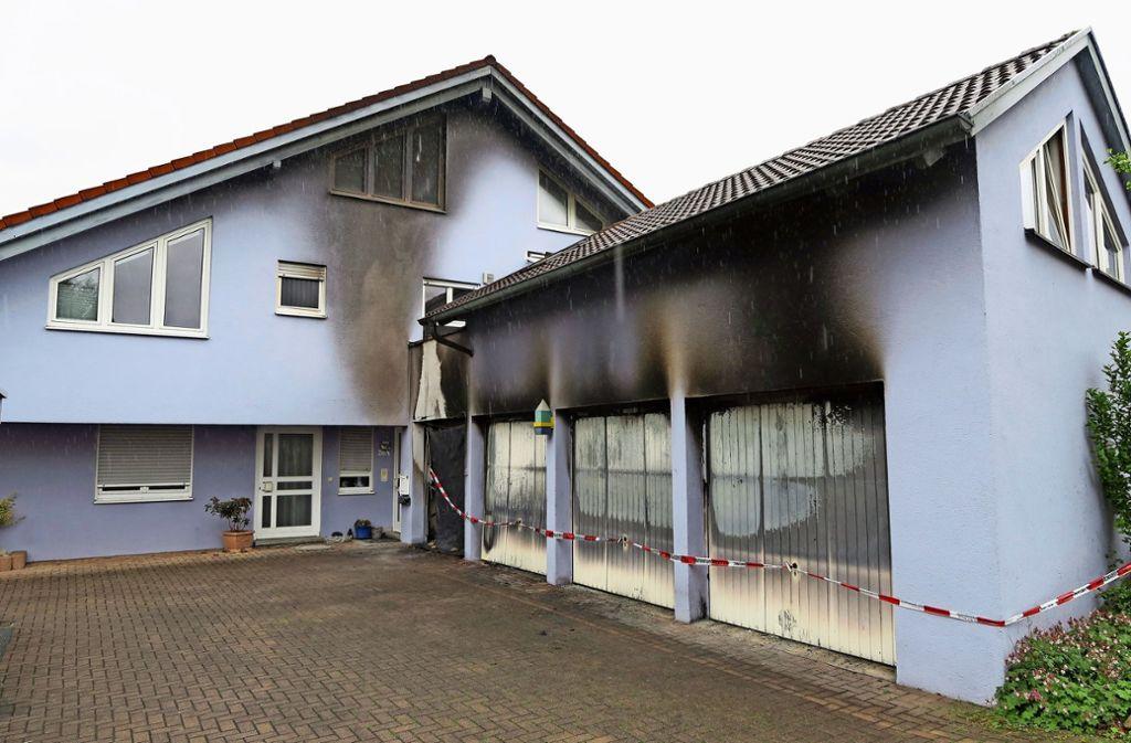 Ob der Garagenbrand in Steinenbronn Teil einer Serie ist, ist noch unklar. Foto: Klein