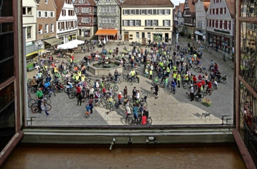 Großes Klingeln auf dem Vaihinger Marktplatz. Die Mehrheit des Gemeinderats ließ sich davon aber nicht beeindrucken. Foto: factum/Bach