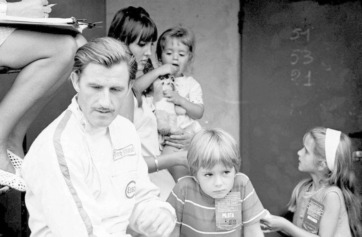 Graham und Damon Hill: Der Brite Graham Hill holte sich 1962 und 1968 den WM-Titel. Sohn Damon (neben dem Vater) unterlag 1994 in einem intensiven Duell Michael Schumacher, ehe er 1996 Weltmeister wurde. Foto: imago