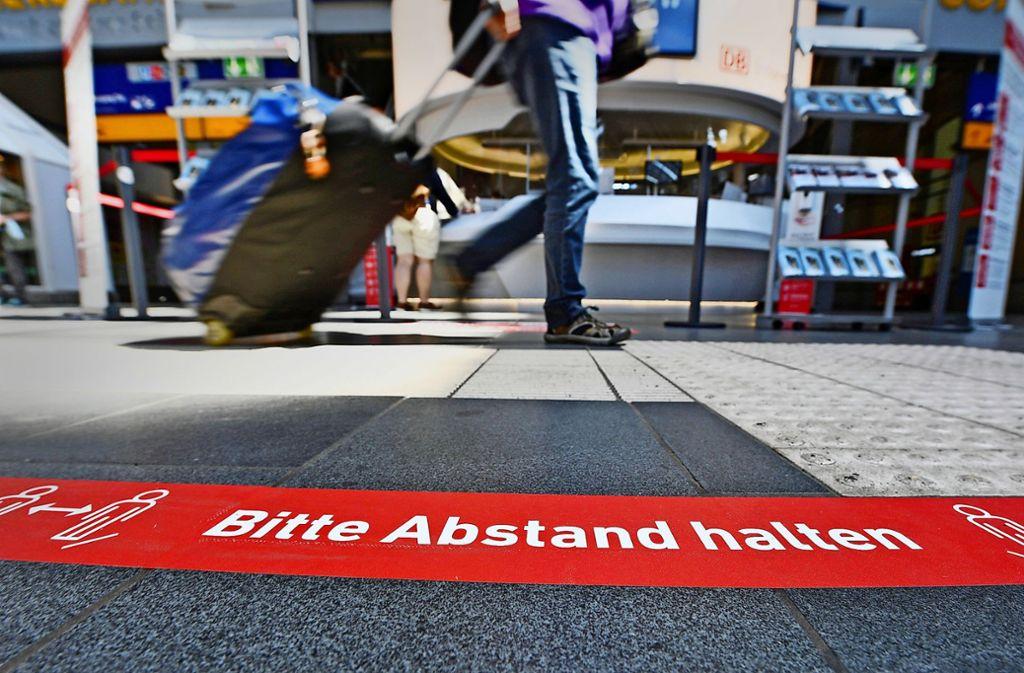 Die Reproduktionszahl wurde für Baden-Württemberg mit 1,03 angegeben. (Symbolbild) Foto: dpa/Arne Dedert