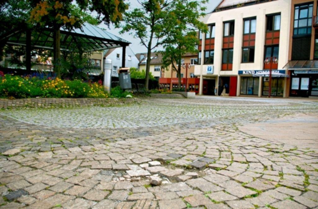 Auf dem Vaihinger Markt ist das Kopfsteinpflaster an manchen Stellen kaputt. Foto: A. Kratz
