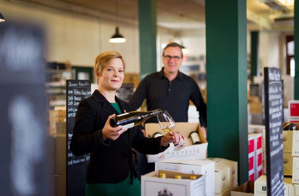 Helga Schroeder und Bernd Kreis im Laden an der Böheimstraße Foto: Lichtgut/Max Kovalenko