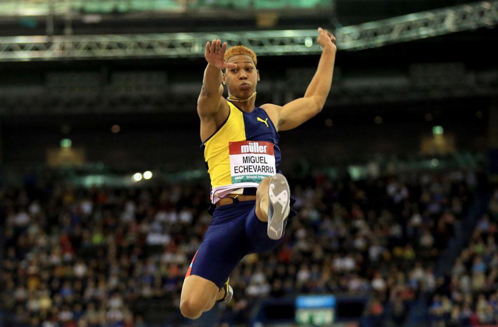 Juan Miguel Echevarria sprang zunächst die zweitbeste jemals gemessene Weite im Weitsprung. Foto: Getty