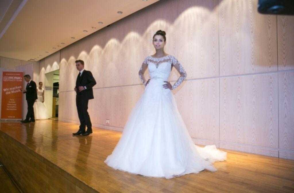 """Auf der """"Trau Dich""""-Messe können Braut und Bräutigam noch bis Sonntag alles erwerben, was ein Paar im Hochzeitsfieber braucht. Foto: Lichtgut/Horst Rudel"""