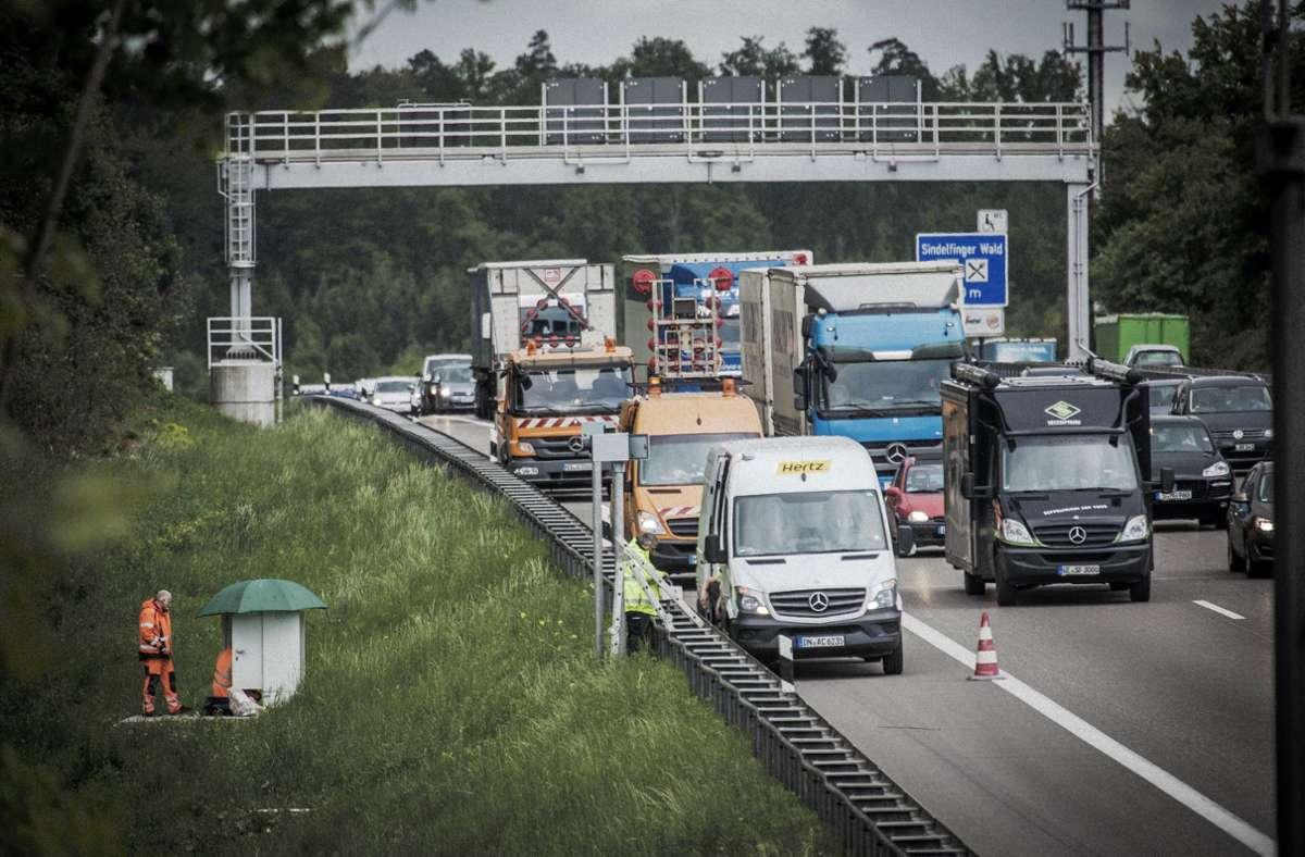 Wer es auf der A8 eilig hat, muss damit rechnen, geblitzt zu werden. Foto: Lichtgut/Leif Piechowski (Archiv)