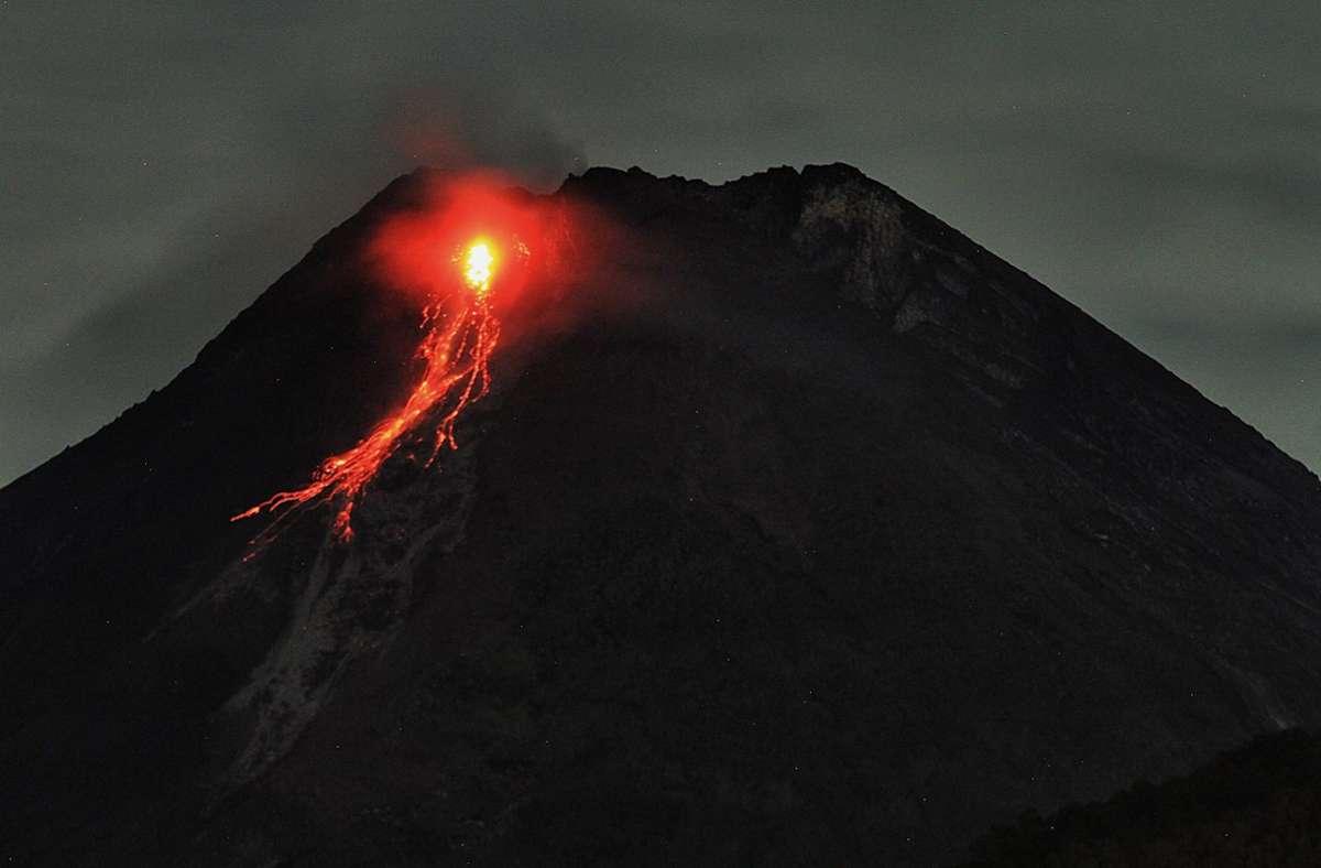 Der Vulkan spuckt wieder Feuer und Asche. Foto: www.imago-images.de