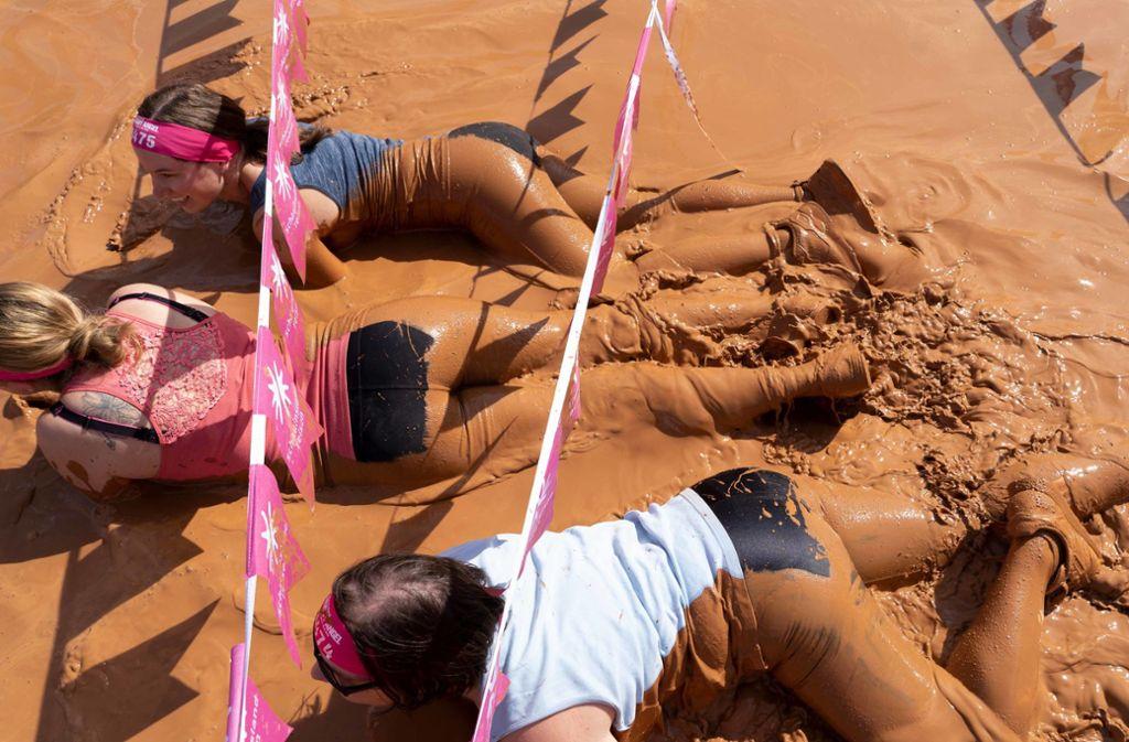 Ein einziger großer Spaß für die Beteiligten und die Zuschauer: Der Muddy Angel Run. Foto: Lichtgut/Julia Schramm