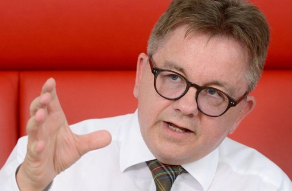 Landtagspräsident Guido Wolf (CDU) hat Vertreter der Parteien zu einer Arbeitsgruppe eingeladen, bei der das umstrittene Übergangsgeld auf den Prüfstand kommt. Foto: dpa