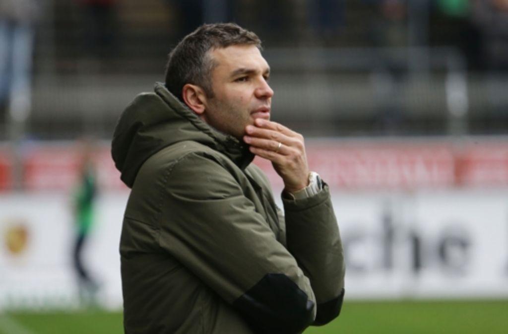 Nachdenklich: der Kickers-Trainer Tomislav Stipic Foto: Baumann