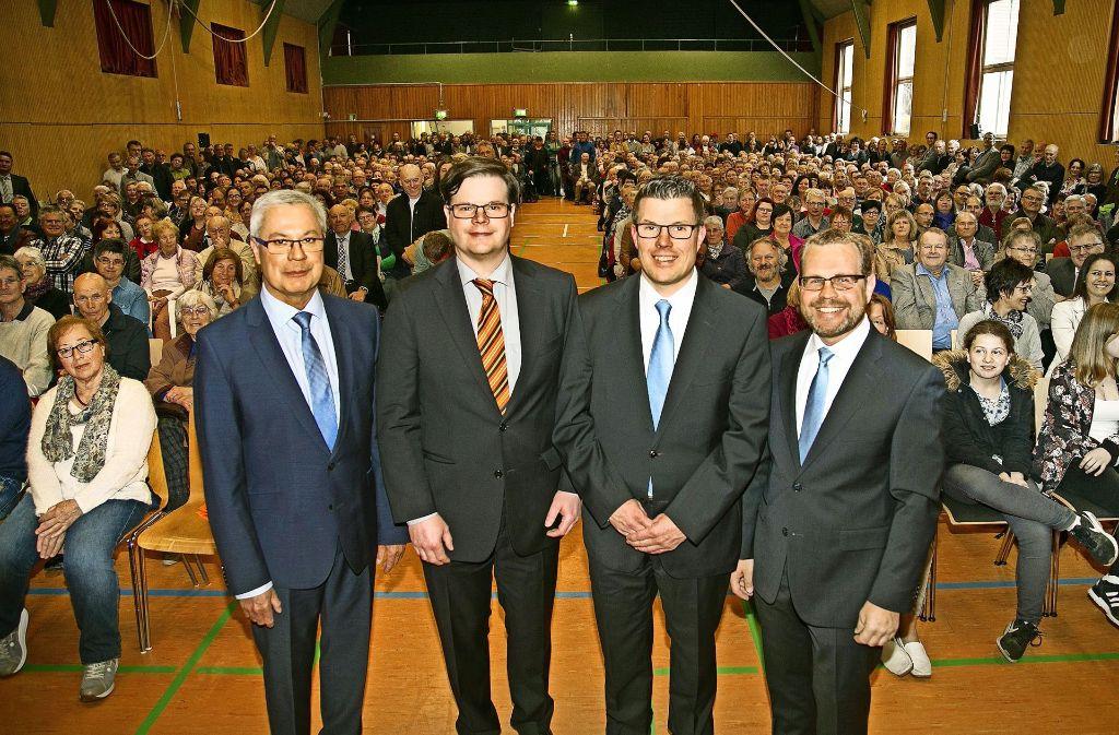 Roland Schmelzle, Eberhard Keller, Sacha Auwärter und Oliver Knur (von links) haben sich den Ebersbachern als Bürgermeisterkandidaten empfohlen. Foto: Ines Rudel