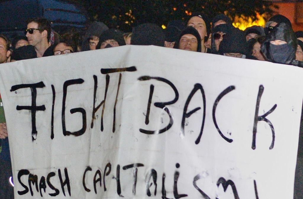 Der Protest gegen die Teilräumung in Berlin verläuft gewaltsam. Foto: dpa
