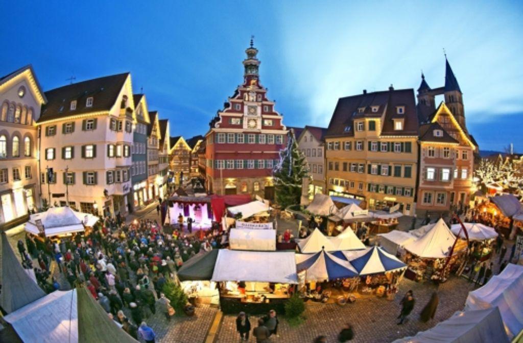 weihnachtsmarkt in esslingen mittelalterliches treiben unter led lichtern landkreis esslingen. Black Bedroom Furniture Sets. Home Design Ideas