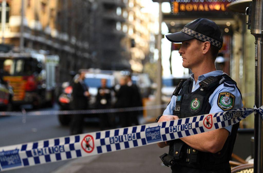 Die Polizei hat den Bereich, in dem der Mann um sich stach, abgesperrt. Foto: AFP