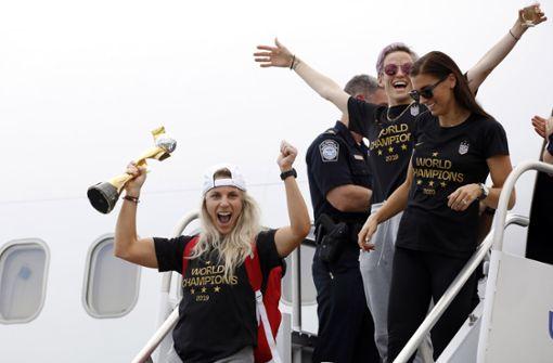 US-Fußballerinnen feiern Triumph bei Ankunft in  New York
