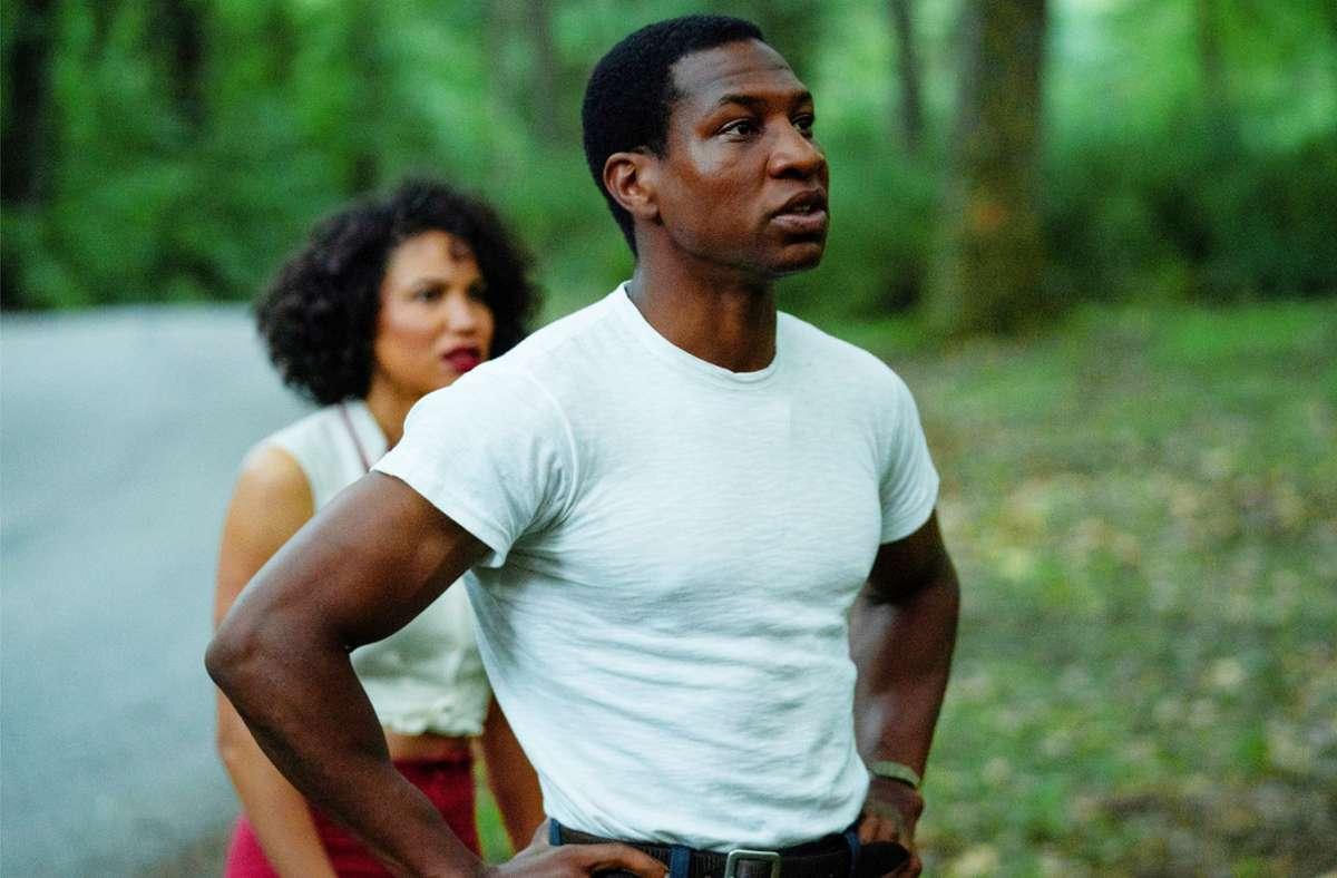 Beständig in Gefahr: Atticus (Jonathan Majors) und Letitia (Jurnee Smollett) Foto: HBO