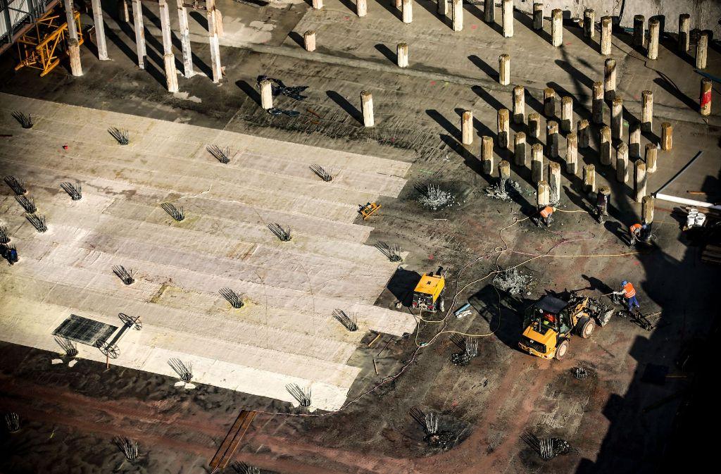 Die Arbeiten am Bahnhofstrog sind in Verzug. Die Bahn AG rechnet mit einer Fertigstellung nicht vor Ende 2023. Foto: Lichtgut/Leif Piechowski