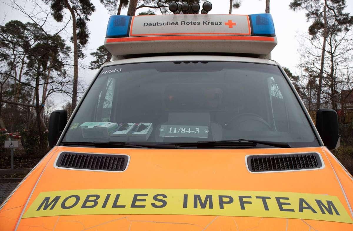 Mobile Impfteams sollen in Baden-Württemberg nach den Sommerferien helfen, die Impfquote an Schulen zu erhöhen. (Symbolbild) Foto: imago images/Gutschalk/Thorsten Gutschalk via www.imago-images.de