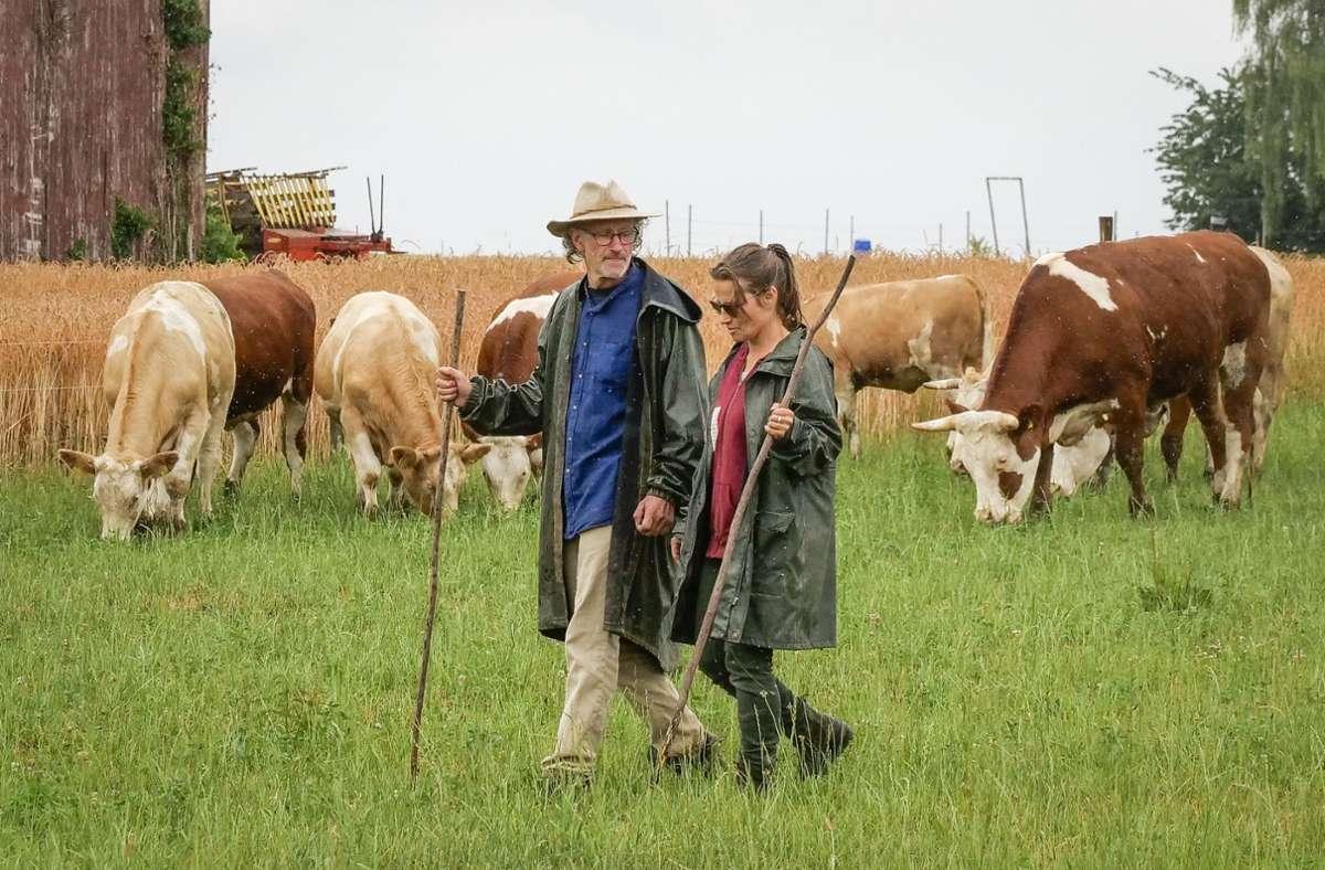 Obwohl es sich finanziell nicht lohnt, halten  Joachim und Susanna Leopold noch  einige Tiere. Foto: factum/Granville