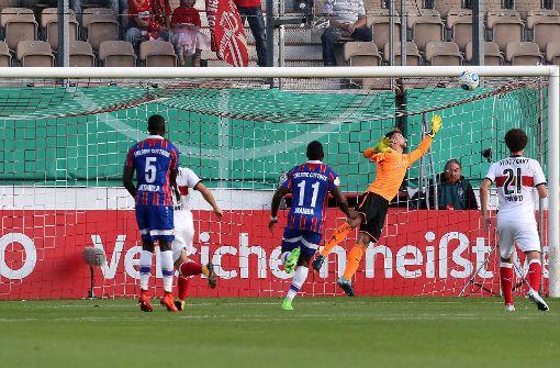 Försters Fehlschuss bringt VfB eine Runde weiter
