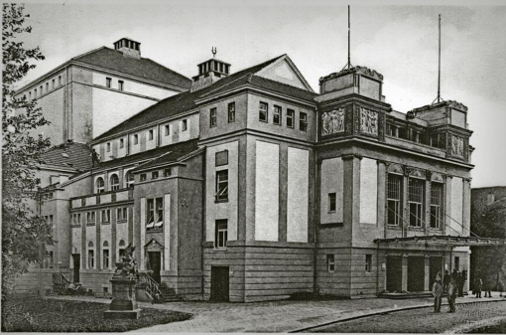 Das Königliche Interimstheater war von 1902 bis 1912 Spielstätte der Oper. Dort, wo heute der Landtag steht, war das Ausweichquartier nach Plänen des Architekten  Ludwig Eisenlohr senior nach dem Brand des Hoftheaters entstanden. Foto: Ludwig Schaller
