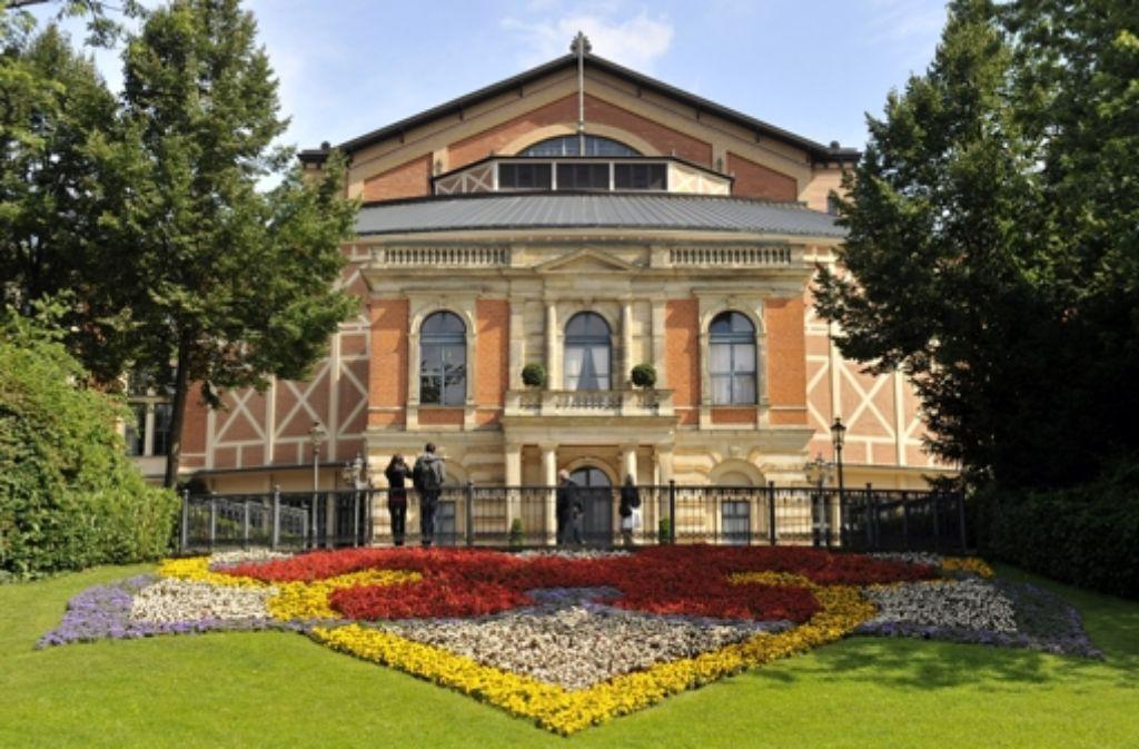 Das sommerliche Festspielhaus in Bayreuth Foto: dapd