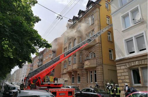 Wohnungsbrand ruft Feuerwehr und Rettungskräfte auf den Plan