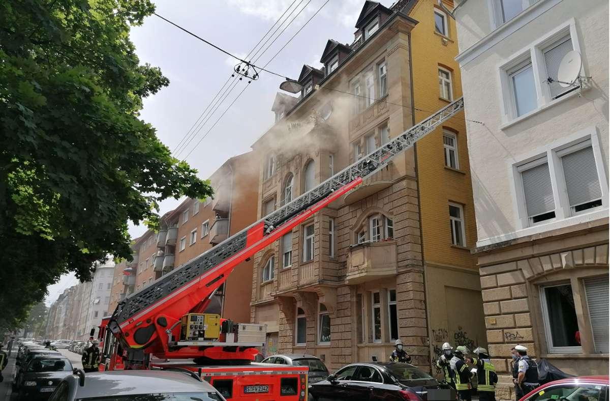 Im Stuttgarter Westen ist es in einem Mehrfamilienhaus ein Brand ausgebrochen. Foto: Andreas Rosar/Fotoagentur Stuttgart