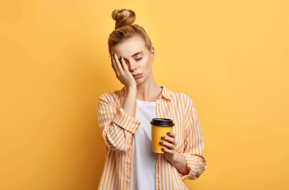Erfahren Sie, was effektiv gegen Müdigkeit hilft. Alles zur Bekämpfung von Müdigkeit finden Sie hier. Foto: The Faces / Shutterstock.com