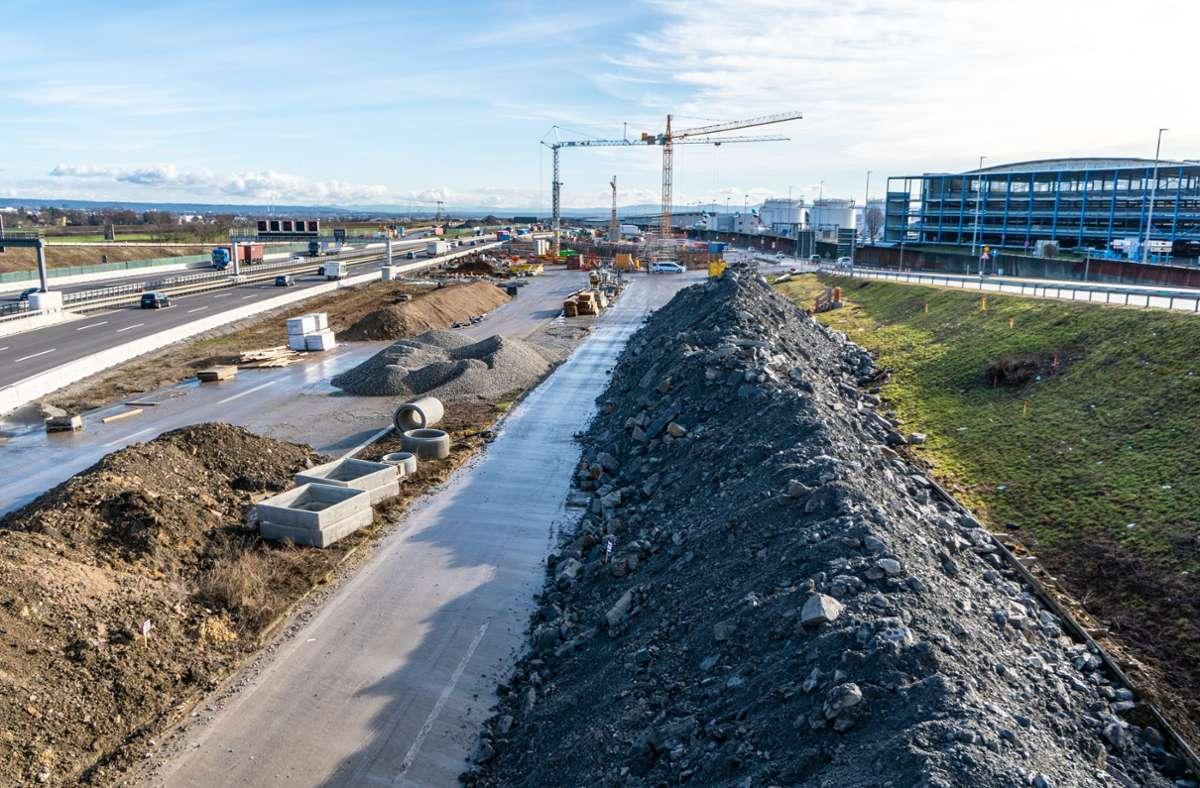 Die Baustelle verläuft unter der A8 an der Messe Stuttgart. Foto: Deutsche Bahn AG/Jannik Walter