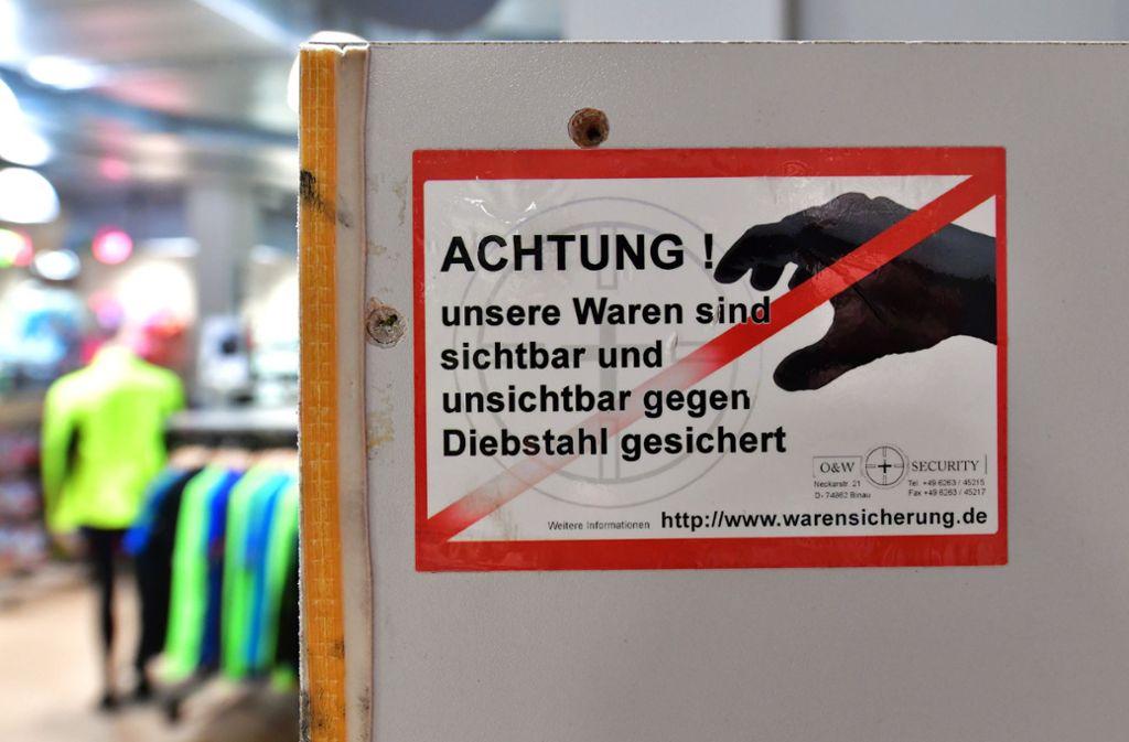 Durch Ladendiebe entsteht  im Land jährlich ein Schaden von 500 bis 700 Millionen Euro. Foto: dpa-Zentralbild