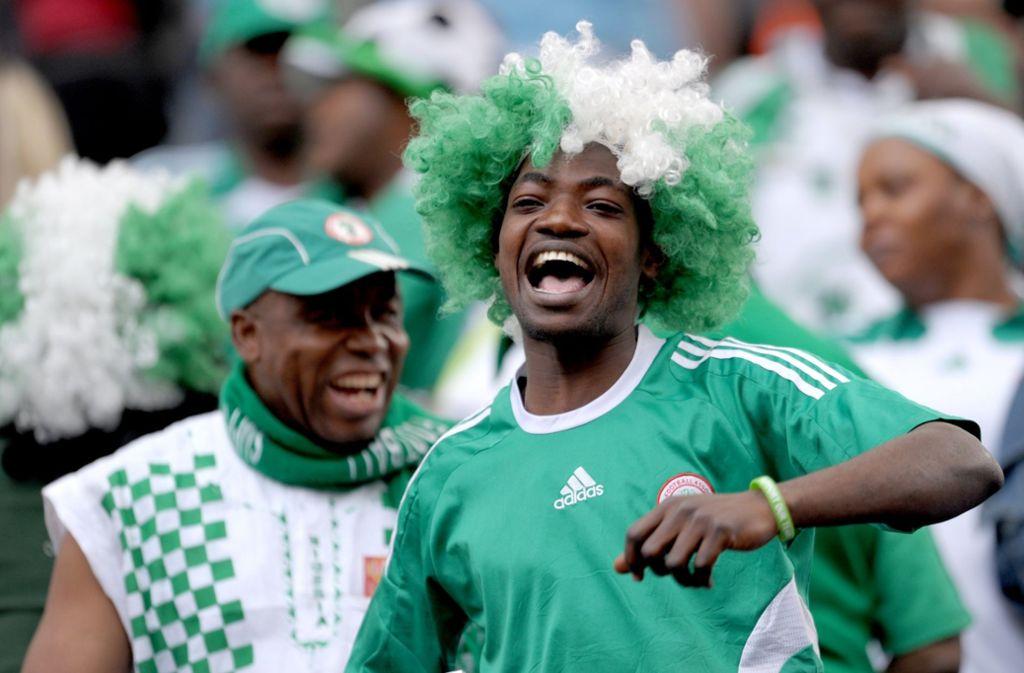 Die Fans der nigerianischen Nationalmannschaft müssen auf ihre Glücksbringer im Stadion verzichten. Foto: dpa